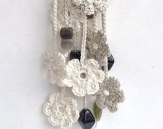 Caliza crema corazones crochet largo con por GabyCrochetCrafts
