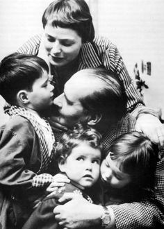 soulfulmum:  Ingrid Bergman and Roberto Rossellini with family    So sweet, which one is Isabella >.< so cute!