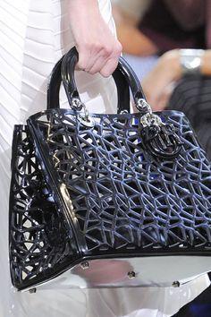 Christian Dior, Paris, Spring 2014 haken van wasdraad met hele grote haaknaald