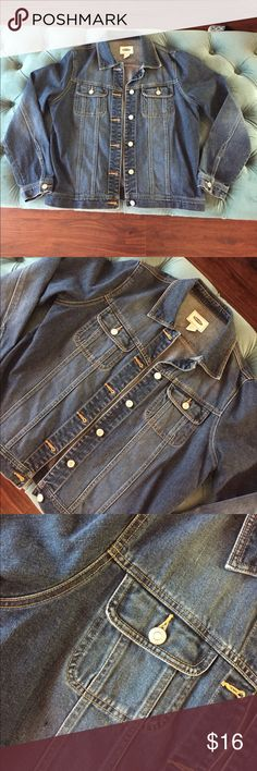 New Listing💋Denim Jacket Old Navy Denim jacket. In good condition and ready for a new home!  There is a white line of thread and a dark piece of stitching on the right chest as shown in picture. Old Navy Jackets & Coats Jean Jackets