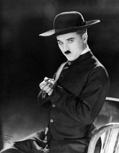 """1922 Photo shoot by renowned photographer of the day James Abbe, Charlie Chaplin in the costume of """"The Pilgrim"""", his last film for First National, released in Charlie Chaplin, Hollywood Glamour, Classic Hollywood, Old Hollywood, Hollywood Icons, Vevey, Chaplin Film, Charles Spencer Chaplin, Fritz Lang"""