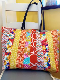 Make a quilt as you go shopper with our free tutorial. Use the QAYG technique from our Quilt As You Go Fabric Basket class and make a gorgeous shopper. Quilt As You Go, Go Bags, Free Tutorials, Edge Stitch, Purse Patterns, Easy Sewing Projects, Lining Fabric, Beautiful Bags, Diaper Bag