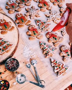 """Christmas aesthetic 15 couples show the love moment it is time to show the love moment.Christmas aesthetic 15 couple show the love moment.""""},""""description"""":""""Christmas aesthetic 15 couples show the love moment - ibaz Christmas Feeling, Christmas Time Is Here, Merry Little Christmas, Merry Christmas, Christmas Treats, Christmas Baking, Christmas 2019, Winter Christmas, Winter Snow"""
