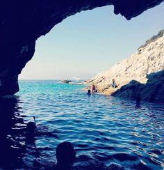 La grotta azzurra di #cavoli  a #marinadicampo nello scatto di @kappez. Continuate a taggare le vostre foto con #isoladelbaapp il tag delle vostre vacanze all'#isoladelba. http://ift.tt/1NHxzN3
