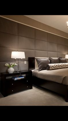 Nightstands, beds, side tables, cabinets or armchairs are for the luxury bedroom furniture tips as you are able to find. Every detail matters whenever we are decorating our master suite, right? Modern Luxury Bedroom, Luxury Bedroom Furniture, Master Bedroom Interior, Luxury Bedroom Design, Small Room Bedroom, Master Bedroom Design, Luxurious Bedrooms, Home Decor Bedroom, Master Suite