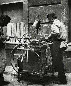 Extraordinary Candid Vintage Photographs That Capture Street Scenes of Vienna, Austria From the and Old Pictures, Old Photos, Vintage Photographs, Vintage Photos, Fosse Commune, Knife Grinder, Artistic Photography, World Cultures, Black And White Photography