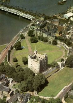 Rochester Castle - stands on the east bank of the River Medway in Rochester, Kent, South East England. The 12th-century keep or stone tower, which is the castle's most prominent feature, is one of the best preserved in England or France.