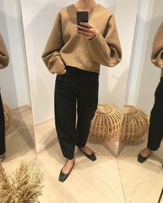 Elin Kling sold us on this stylish versatile piece. Elin Kling, Warm Outfits, Simple Outfits, Casual Outfits, Fashion Outfits, Winter Outfits, Women's Fashion, Fashion Gone Rouge, Mode Chanel