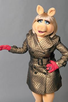 There is only one gift you should accept on your first date - DIAMONDS. miss piggy quotes Miss Piggy Muppets, Kermit And Miss Piggy, Miss Piggy Quotes, Diamond Quotes, Saint Valentine, Valentines, Jim Henson, Thug Life, Cute Images