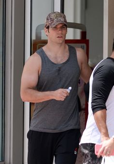 Henry Cavill Shows Off His 'Man Of Steel' Body While Going For A Swim On Miami Beach