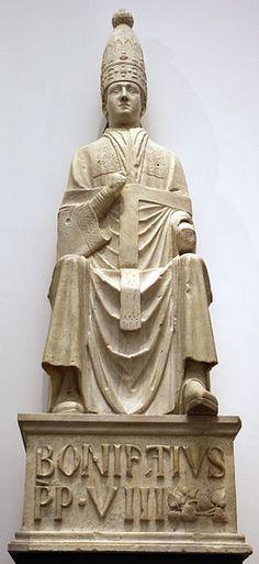 "Pope Boniface VIII.statue by Arnolfo di Cambio, in the ""Opera del Duomo Museum"" in Florence, Italy. Around 1298.Arnolfo di cambio e collaboratore, bonifacio VIII tra due profeti (1296-1300)"