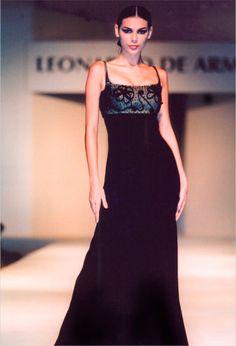 leonardo de armas, moda, altacostura, novias Vegas Dresses, Formal Dresses, Fabulous Fabrics, Frocks, Women, Fashion, Weapons Guns, Brides, Haute Couture
