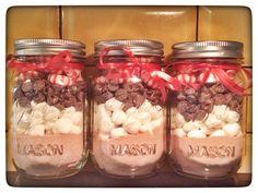 Peppermint hot chocolate mason jar gifts!