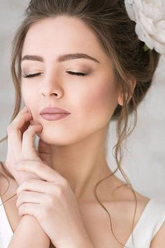 awesome 56 Natural Wedding Makeup Ideas To Makes You Look Beautiful http://lovellywedding.com/2018/02/21/56-natural-wedding-makeup-ideas-makes-look-beautiful/