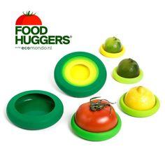 Food Huggers zijn handige food wraps of deksels die je groente, fruit en aangebroken verpakkingen afsluiten en langer vers houden. Dat voorkomt voedselverspilling. #zerowaste #foodwaste. In Nederland te koop bij Ecomondo.