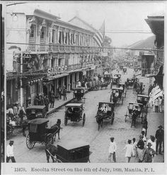 An old photograph of the bustling street of Escolta in Binondo, Manila. Taken of July, Manila Philippines Culture, Manila Philippines, Philippines Travel, Vintage Pictures, Old Pictures, Old Photos, The Spanish American War, American History, American Flag