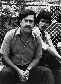 December 2 marks the anniversary since the infamous King of Cocaine, Pablo Escobar, was gunned down by police in Colombia. Here's 20 remarkable pictures from his life. Pablo Emilio Escobar, Pablo Escobar Death, Don Pablo Escobar, Pablo Escobar House, Real Gangster, Mafia Gangster, Gangster Movies, Gangsters, Narcos Escobar
