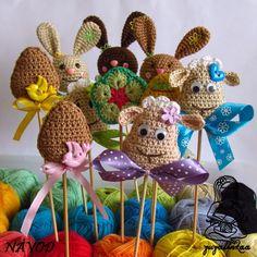 Návod - Velikonoční zápichy Přehledný návod na háčkované velikonoční zápichy  - návod na 4 druhy velikonočních zápichů: ovečka, zajíček, vajíčko a kytička - návod posílám ve formátu pdf
