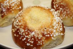 Ranteita myöjen taikinasa: Voisilmäpullat (myös gluteenittomana) Finnish Recipes, Baked Doughnuts, Sweet Pastries, Something Sweet, Bagel, Baked Goods, Sweet Tooth, Food And Drink, Favorite Recipes