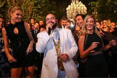 Tiago Abravanel colocou todo mundo pra dançar na festa de 15 anos da Ana Hickmann Eyewear @ticipinheiro @anahickmann @tiagoabravanel @cesartralli #anahickmann #anahickmanneyewear #ana #hickmann #festa #tici #ticianepinheiro #cesartralli #ticitralli #tiagoabravanel #abrava #abravanel #show #celebrity #celebridades #famosos #eyewear Foto @agnews_oficial http://tipsrazzi.com/ipost/1522745290381496171/?code=BUh4MYUlo9r