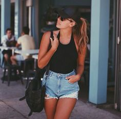 60 New ideas for fashion summer jeans moda Cap Outfit Summer, Summer Wear, Spring Summer Fashion, Spring Outfits, Spring Shorts, Summer Body, Look Short Jeans, Look Con Short, Short Shorts