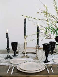 Modern + edgy black tablescape: http://www.stylemepretty.com/california-weddings/2016/05/26/edgy-romance-favorite-new-wedding-look/ | Photography: Blueberry Photography - http://www.blueberryphotography.com/
