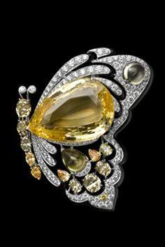 Cartier Butterfly Brooch, Solar Landscape – Bracelet / Brooch – white gold, yellow gold, one 42.77-carat pear-shaped yellow sapphire, yellow sapphires, colored diamonds, black lacquer, brilliants. Butterfly can be detached and worn as a brooch.