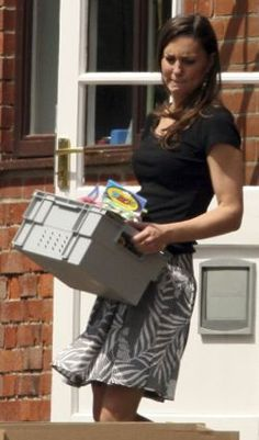 Kate Middleton schlepping her own boxes