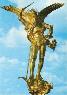 Le Mont Saint Michel, Manche,Statue De L'archange St Michel Par Frémiet ( Restaurée À La Feuille D'or En 1987 )