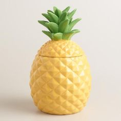 Crafted of ceramic with a bright painted finish, our exclusive pineapple treat jar is a welcome addition to the kitchen counter with an airtight lid that keeps your baked goods fresh.
