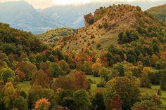 Schitterende herfstkleuren in Bosnië. #photography #travelphotography #traveller #canon #canonnederland #canon_photos #fotocursus #fotoreis #travelblog #reizen #reisjournalist #travelwriter#fotoworkshop #wlfoto.blogspot.nl #reisfotografie #landschapsfotografie #bosnia #bosnië #herzegovinalodges #fbp #flickr