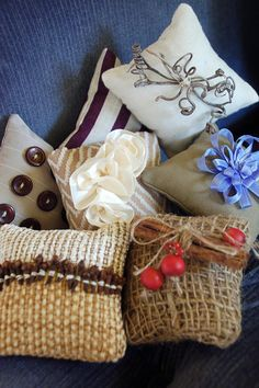 Fill these potpourri pillows with your favorite garden scents to give to your loved ones as beautiful holiday gifts.