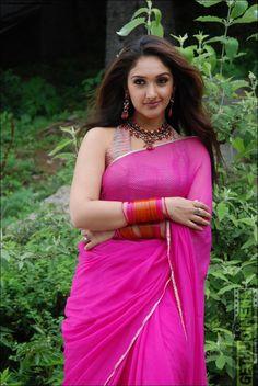 sridevi11 Actress Sridevi Gallery Beautiful Girl In India, Beautiful Girl Image, Beautiful Saree, Beautiful Bollywood Actress, Most Beautiful Indian Actress, Actress Priya, Indian Photoshoot, South Indian Actress Hot, Beauty Full Girl