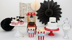 Circus sweet table by www.Partyerie.de #circus #honeycommballs