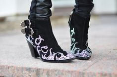 OMG, these would be perfect with worn jeans, a crisp white shirt and some turquoise jewelry!