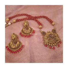 Jewelry Design Earrings, Gold Earrings Designs, Gold Jewellery Design, Bead Jewellery, Beaded Jewelry, Coral Earrings, Coral Jewelry, Antique Jewellery Designs, Indian Jewelry Sets