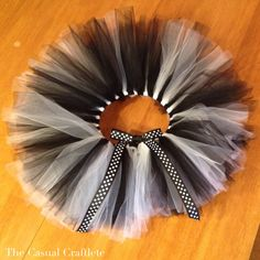 DIY no sew tulle tutu. TOTALLY making one for my sissy... maybe me too :P