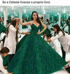 Gorgeous Kazakhstan opera singer, Zarina Altinbayeva, looks absolutely incredible in this insanely gorgeous emerald gown 💚 this is perfection! Ball Gowns Prom, Ball Gown Dresses, Prom Dresses, Formal Dresses, Reception Dresses, Emerald Gown, Nikkah Dress, Bridal Lehenga, Bridal Gown