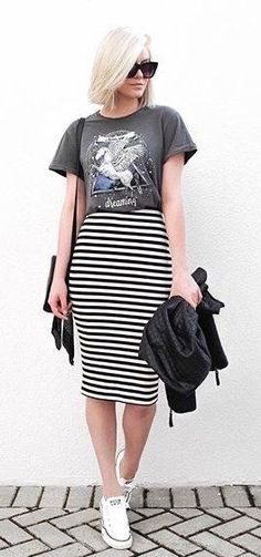 summer outfits Dark Printed Tee + Striped Pencil Skirt Source by stylish_gal_us Trendy Summer Outfits, Casual Skirt Outfits, Casual Dresses, Striped Skirt Outfits, Printed Skirt Outfit, Pencil Dress Outfit, Dress Shoes, Long Pencil Skirt, Pencil Skirt Casual