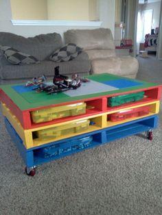 Table basse LEGO fabriquée à partir de palette en bois