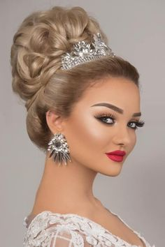 Pin by Marketplaces on Hairstyle in 2020 Bridal Hair And Makeup, Bride Makeup, Wedding Makeup, Hair Makeup, Wedding Nails, Wedding Hairstyles With Crown, Bride Hairstyles, Cut Hair At Home, Blonde Updo