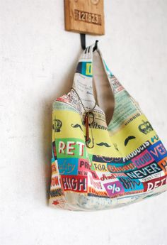 Fabric Bag Hobo DIY ~ yes, another one. Also has its quirks Easy Sewing Projects, Sewing Hacks, Sewing Tutorials, Sewing Crafts, Sewing Patterns, Purse Tutorial, Diy Tutorial, Hobo Bag Tutorials, Hobo Bag Patterns