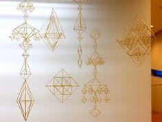 フィンランドの伝統装飾ヒンメリを作る作家山本睦子の活動紹介。麦を育て作品を作る。ワークショップを通してものづくりの楽しさを発信。こどもワークショップの企画、情報を配信中。 Cake Drawing, Diy And Crafts, Paper Crafts, Snow Flakes Diy, Bamboo Weaving, Putz Houses, Event Organization, Beading Projects, Handmade Ornaments