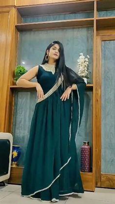 Party Wear Indian Dresses, Designer Party Wear Dresses, Indian Gowns Dresses, Indian Fashion Dresses, Dress Indian Style, Indian Designer Outfits, Evening Dresses, Girls Frock Design, Fancy Dress Design