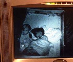 18 photos très très flippantes d'enfants pendant leur sommeil !!