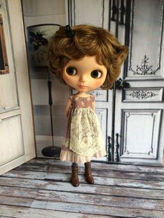 This dress is made from a three different toning lavender cottons. It has a delicate apron made from vintage lace, and lots of cute details. A simple but very sweet dress, fastens at the back with a snap.  Please note that the lace used in these dresses is very old, so may well have signs of age. That is part of its charm. 2nd pic shows style.  Moshi-moshi dolls clothes are designed and made by me using new and vintage materials, they will fit Blythe & Licca size dolls and other similar s...