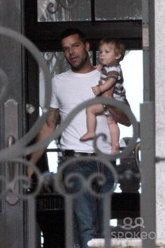 Ricky Martin, Miami Beach, Social Networks, Gorgeous Men, Parenting Hacks, First Time, Photo Galleries, Twins