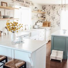 Country Style Home Decor. Information To Go By When Thinking About Country Kitchen Decor Country Kitchen Flooring, One Wall Kitchen, Boho Kitchen, Cute Kitchen, Kitchen Layout, Kitchen Design, Kitchen Decor, Kitchen Ideas, Home Office Decor
