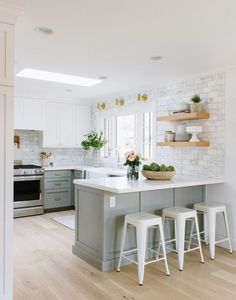 Astounding Kitchen remodel layout ideas,Small kitchen remodel companies near me tricks and Kitchen design layout l shaped and island. Home Decor Kitchen, New Kitchen, Kitchen Dining, Kitchen Cabinets, Kitchen Ideas, White Cabinets, Kitchen For Small Spaces, Kitchen With White Countertops, Light Gray Cabinets
