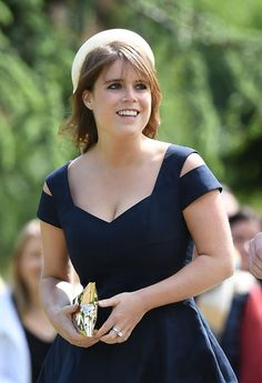 Princess Beatrice (L) attends the wedding of Pippa Middleton and James Matthews at St Mark's Church on May 2017 in Englefield Green, England. Pippa Middleton News, Pippa Middleton Wedding, Middleton Family, British Royal Family Tree, Royal Family Trees, Pippas Wedding, Wedding Hats, Princess Beatrice, Princess Eugenie